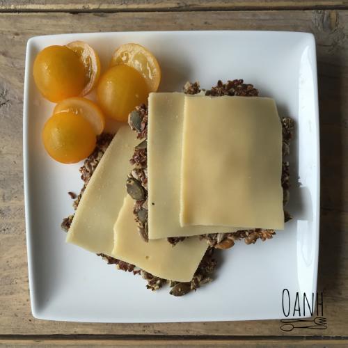 Lijnzaadcrackers met kaas en tommies