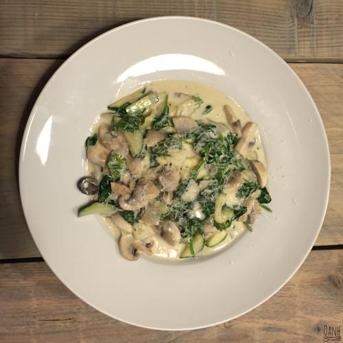 Romige kaas saus met champignons