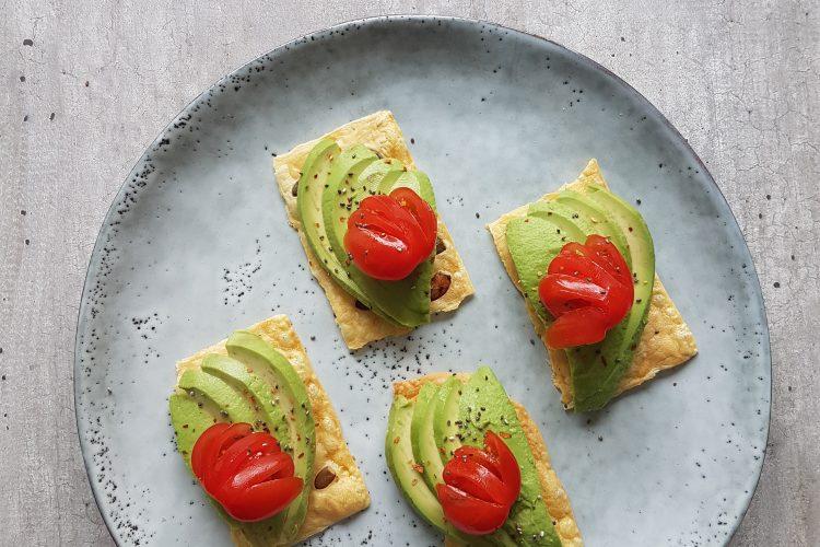 Kaascrackers met avocado en tommies!