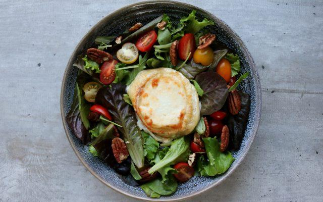 Salade met warme geitenkaas uit de oven!