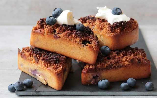 Blueberry crumble cakes!