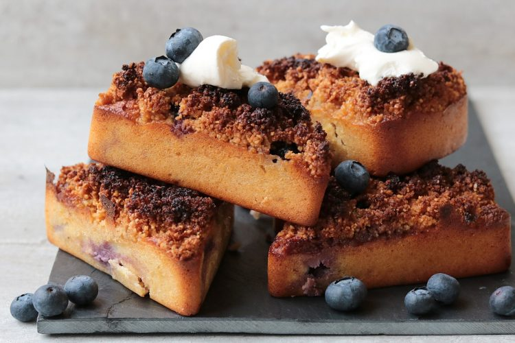 Blueberry crumble cakes!