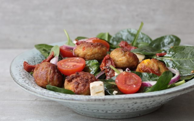 Vegetarische spinaziesalade met groenteballetjes!