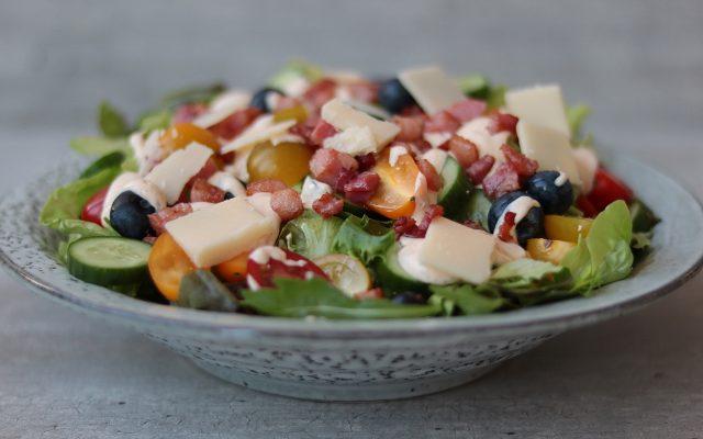 Salade met spekjes en parmezaanse kaas!